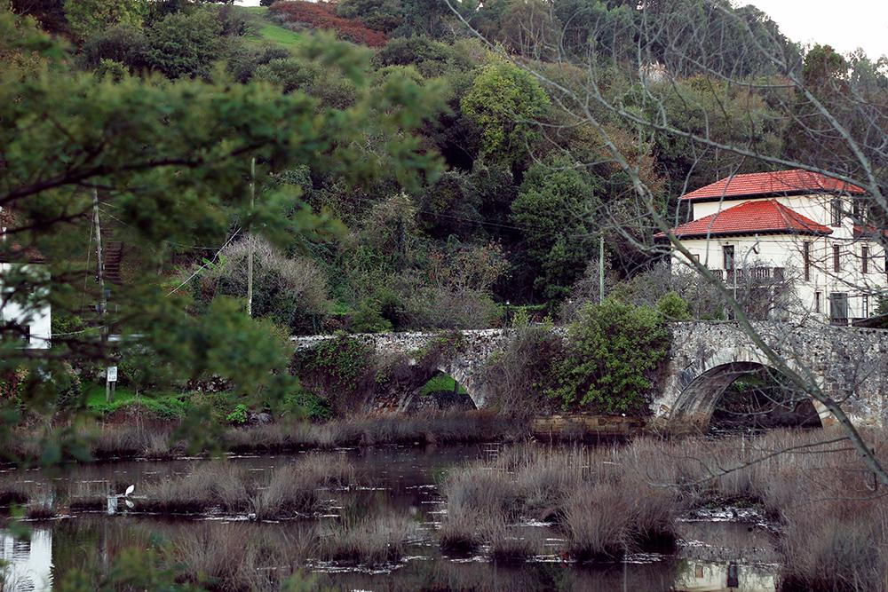 Ribadasella Paseo junto al Río y el Puente del Pilar