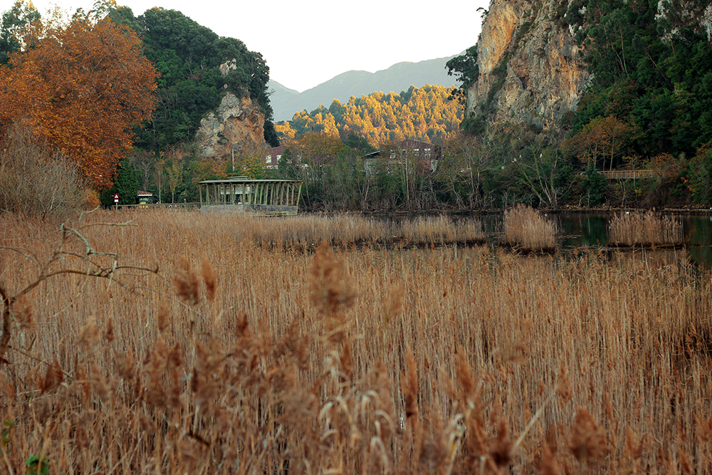 Miradores junto al río en Ribadasella