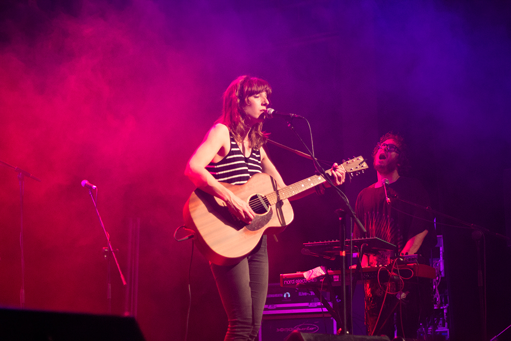 Concierto de Tulsa en el South Pop de Sevilla 2015 - Miren Iza a la guitarra acústica