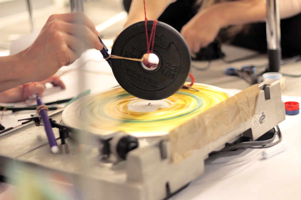 Taller Capturando el Viento: Máquina sobre un tocadiscos
