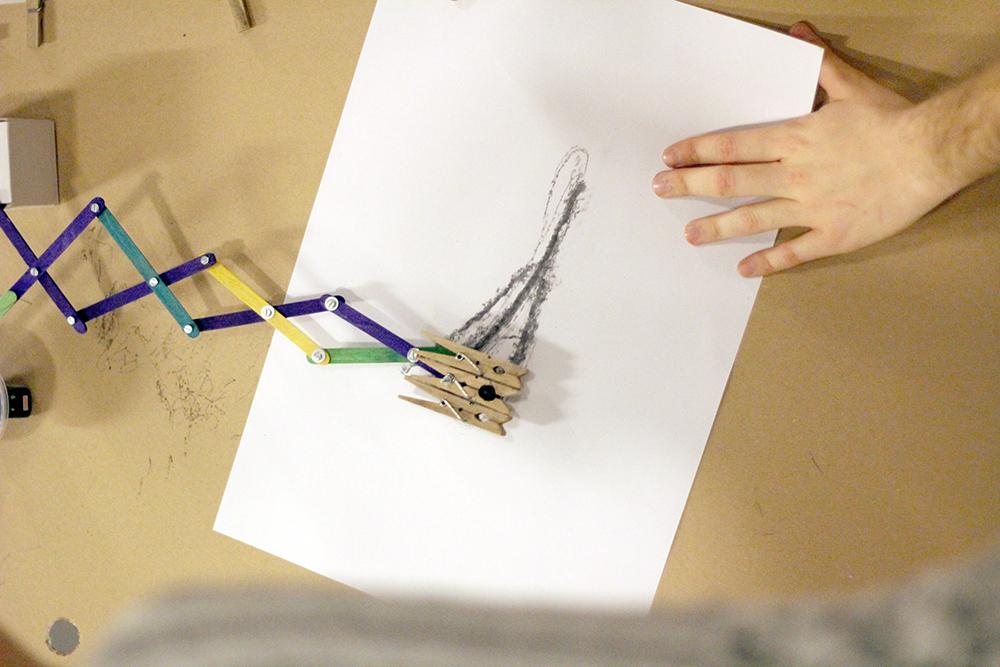Taller Capturando el Viento: Máquina de brazo articulado